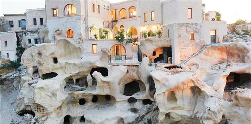 Blue Valley Cave Hotel